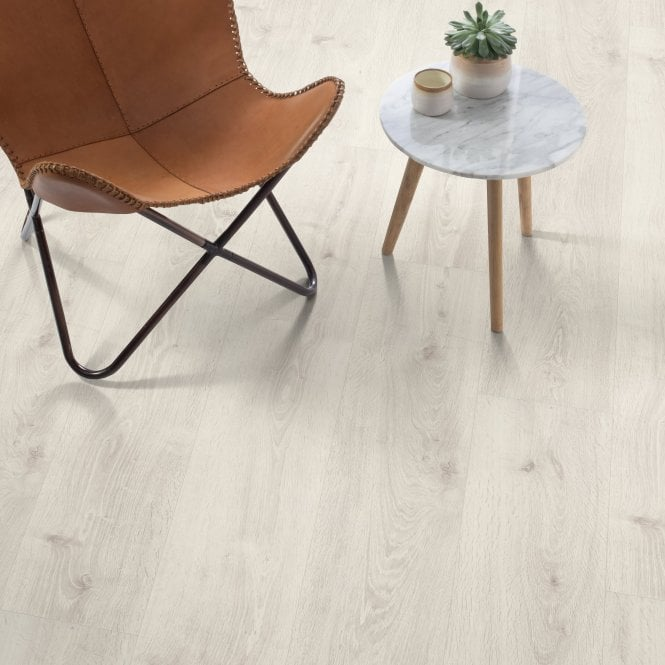 Amplified - 10mm laminate flooring - Powder Oak