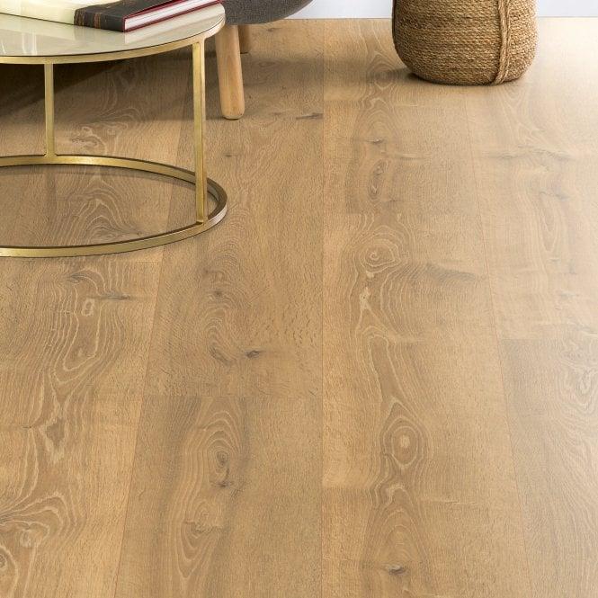 Amplified - 10mm laminate flooring - Texas Oak