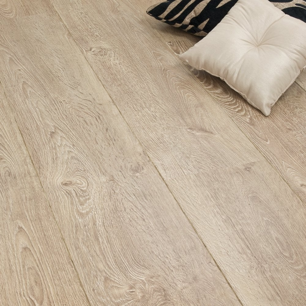 Balterio impressio vanilla oak 690 8mm v groove ac4 for Balterio vanilla oak laminate flooring