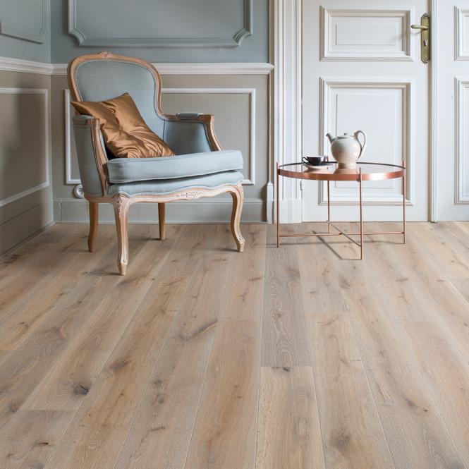 Grande Narrow - 9mm Laminate Flooring - Light Skyline Oak