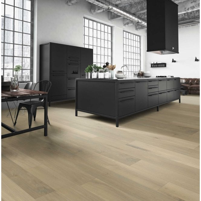 Grande Wide - 9mm Laminate Flooring - Bright Oak