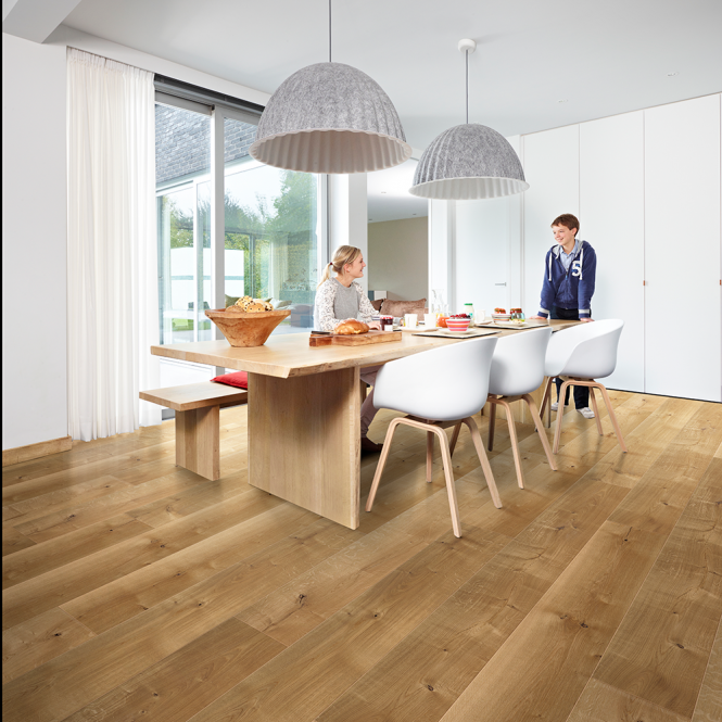Grande Wide - 9mm Laminate Flooring - Classic Oak