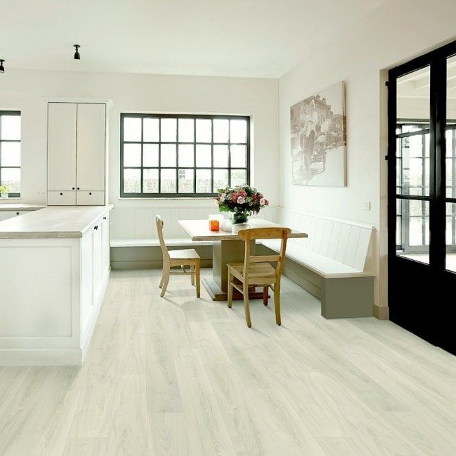 NEW Traditions - 9mm Laminate Flooring - Diamond Oak