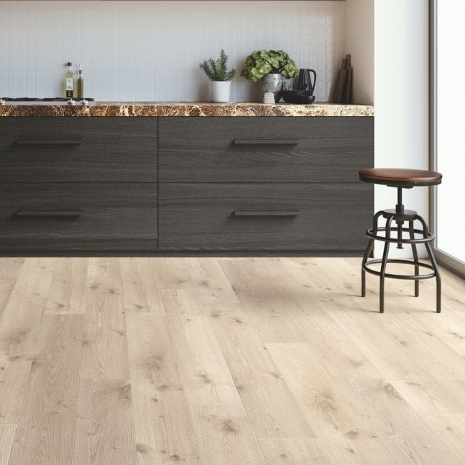 NEW Traditions - 9mm Laminate Flooring - Noble Oak - 1.5732m2