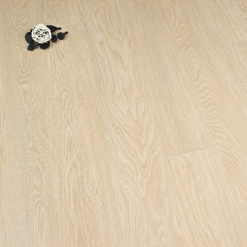 Balterio balterio stretto silk oak 8mm laminate flooring v for Stretto laminate flooring