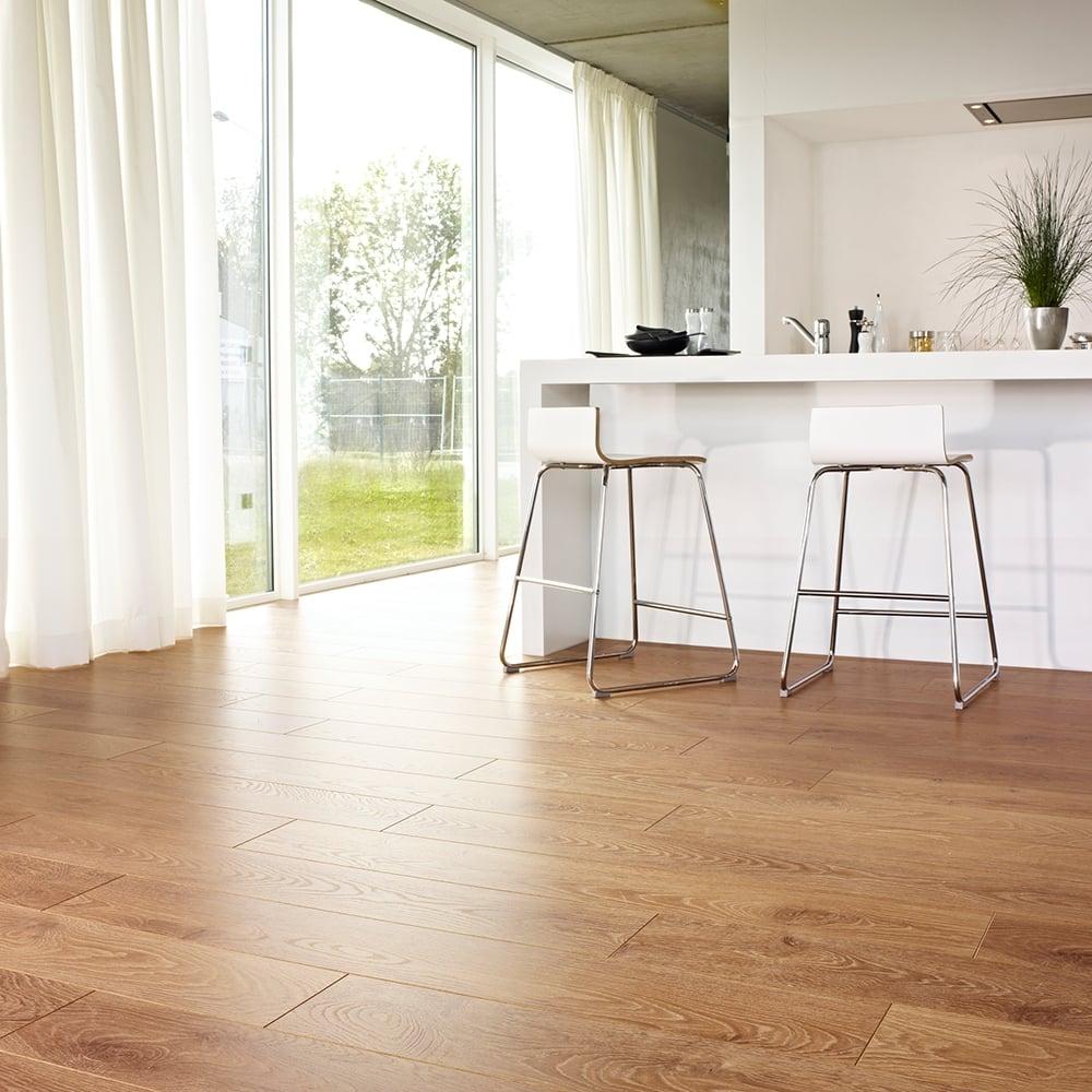Balterio Tradition Elegant Honey Oak 662 9mm Laminate Flooring V Groove Ac4 1 9218m2
