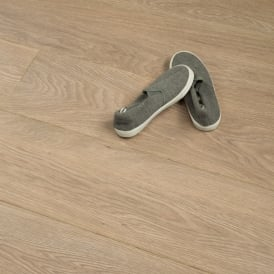 **Clearance** Balterio Tradition Elegant Tango Oak 091 9mm Laminate Flooring V-Groove AC4 1.9218m2