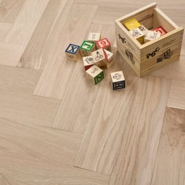 **Clearance** Engineered Herringbone Parquet Flooring Oak 18/5 x 80mm Unfinished Oak 1.68m2