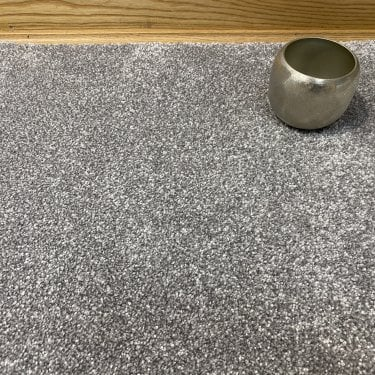 Deluxe Saxony 74 - Light Grey Carpet - Medium Pile Height / Medium Density
