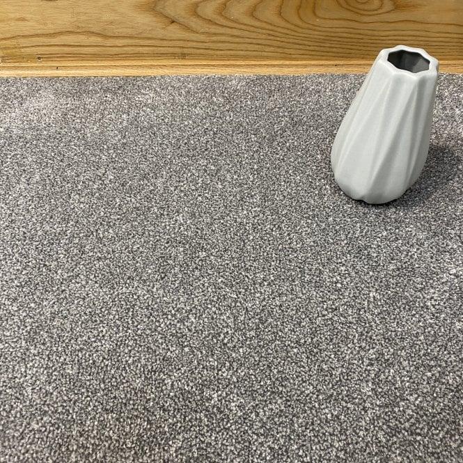 Deluxe Saxony 75 - Mid Grey Carpet - Medium Pile Height / Medium Density
