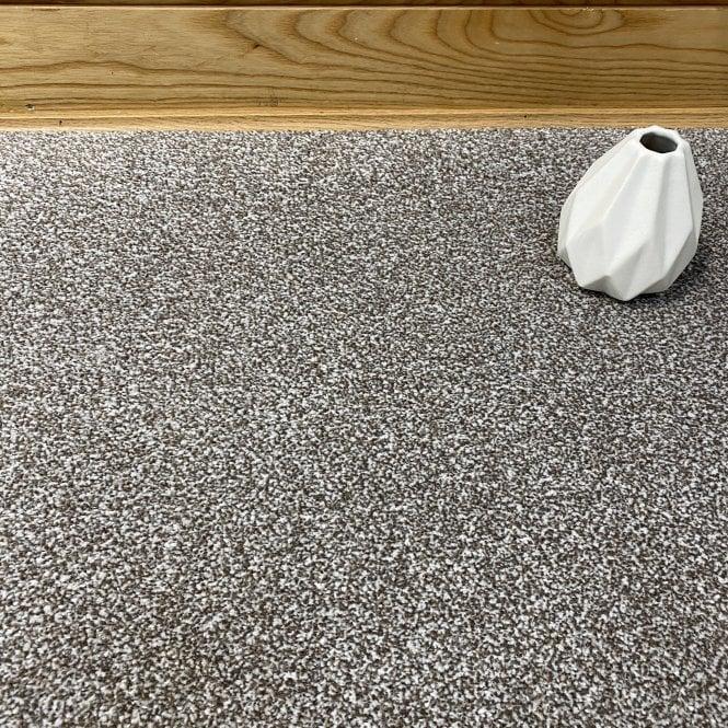 Deluxe Saxony 91 - Light Brown Carpet - Medium Pile Height / Medium Density