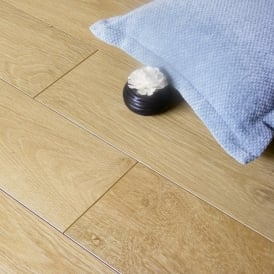 Fairmount Light Oak 9mm Laminate Flooring V-Groove AC4 1.9218m2