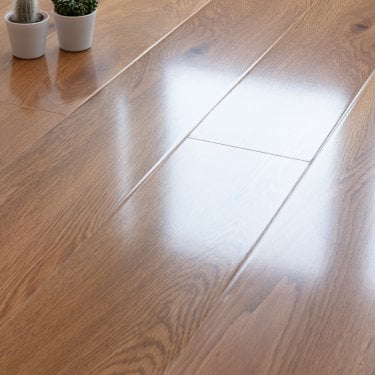Glossy Varnished - 8mm High Gloss Laminate Flooring - Oak Wood