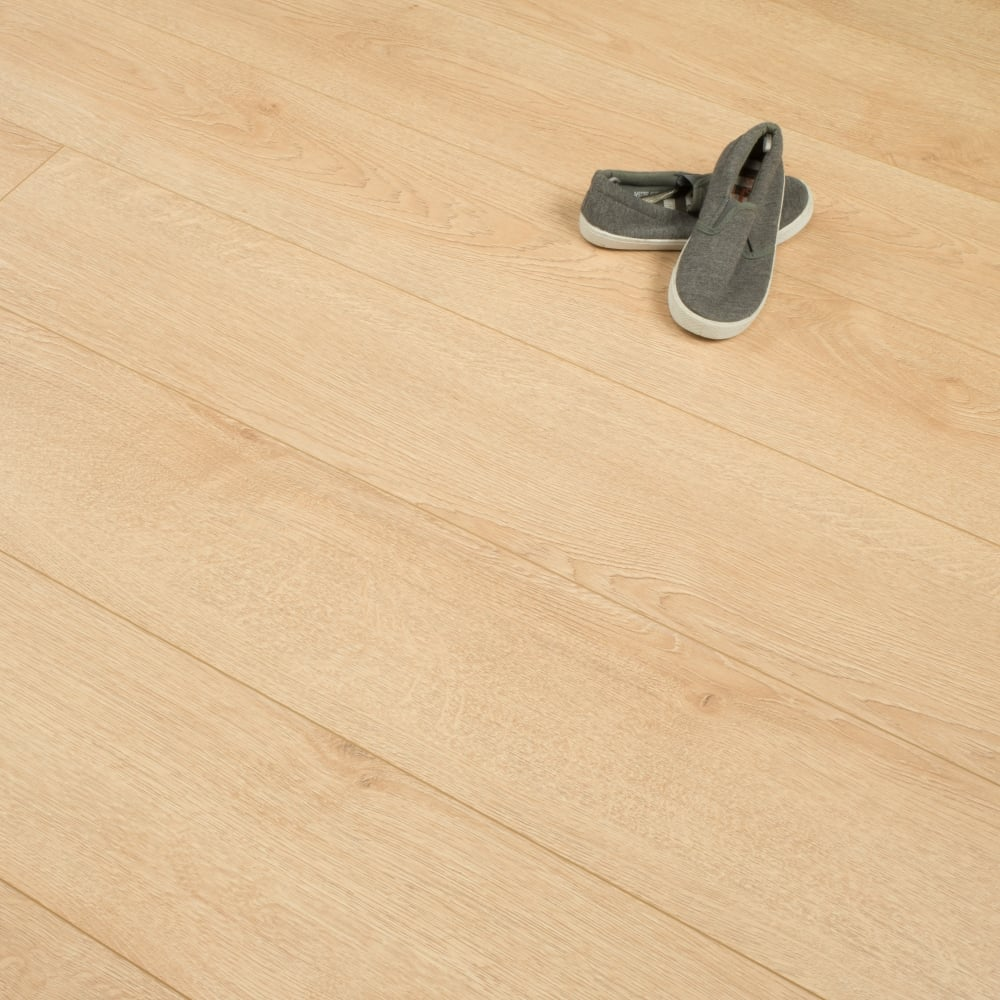 Hydro Guard 8mm Light Honey Oak Laminate V Groove AC4 199m2