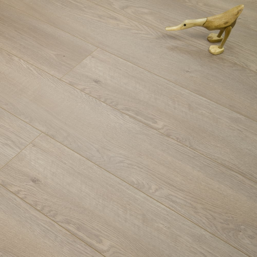 Luxury - 12mm Laminate Flooring - Salerno Oak - 1.4368m2 - Laminate ...