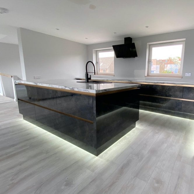 Luxury - 12mm Laminate Flooring - White Oak