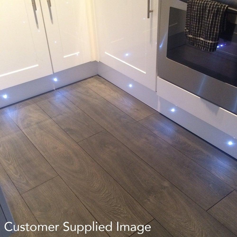 Luxury chrome valbella oak 8mm laminate flooring for 8mm wood floor underlay