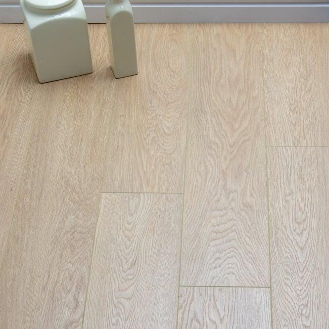 Pelmore - 8 mm laminate flooring - Elgin Oak
