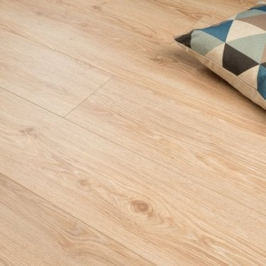 Plus Style - 12mm Laminate Flooring - Light Country Oak