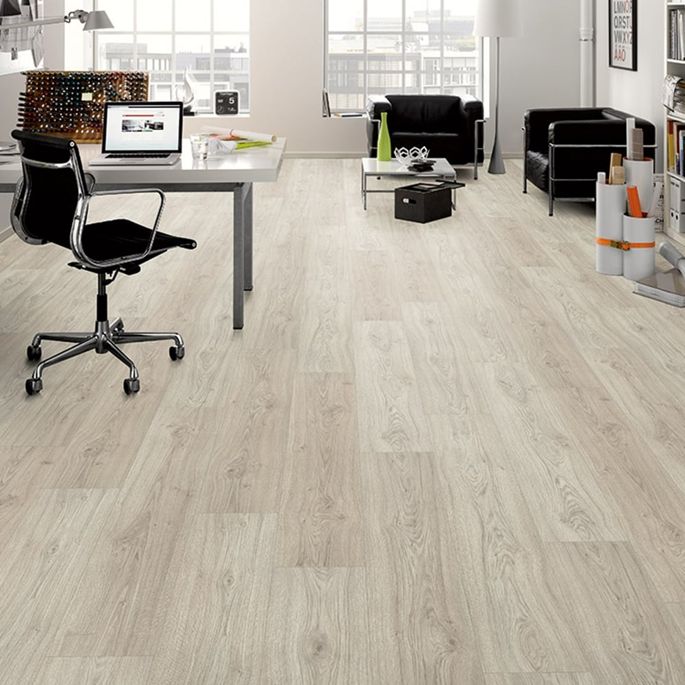 Premier Elite - 8mm Laminate Flooring - Avon Oak - 1.99m2 - Laminate ...