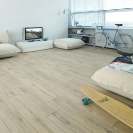 Premier Elite Sand Oak 8mm Laminate Flooring V-Groove AC4 1.99m2