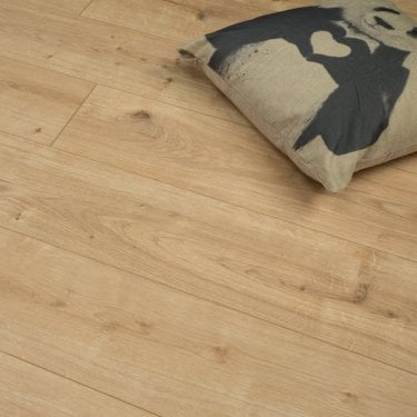 Premier Elite Stirling Oak 8mm Laminate Flooring V-Groove AC4 1.99m2