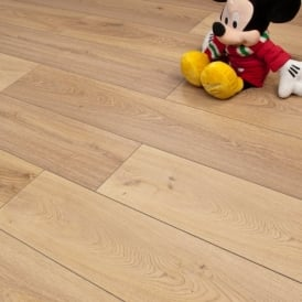 Premier Elite Warm Oak 8mm Laminate Flooring V-Groove AC4 1.99m2