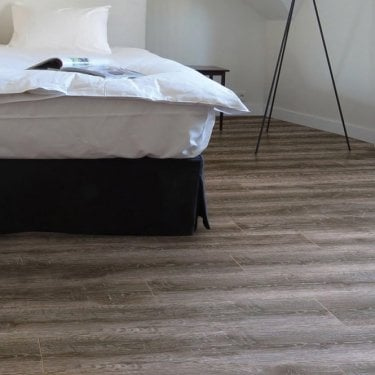 Premier Select - 8mm Laminate Flooring - Smoked Oak