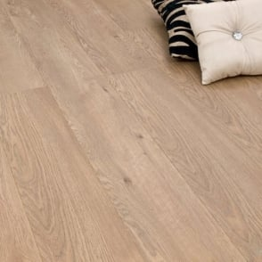 Winchester Country Oak 8mm Laminate Flooring V-Groove AC4 2.162m2