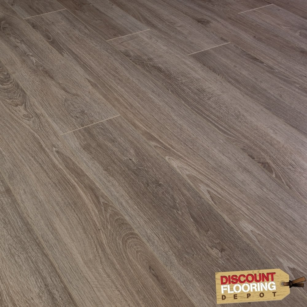 Select new york oak 8mm laminate flooring for Laminate flooring york