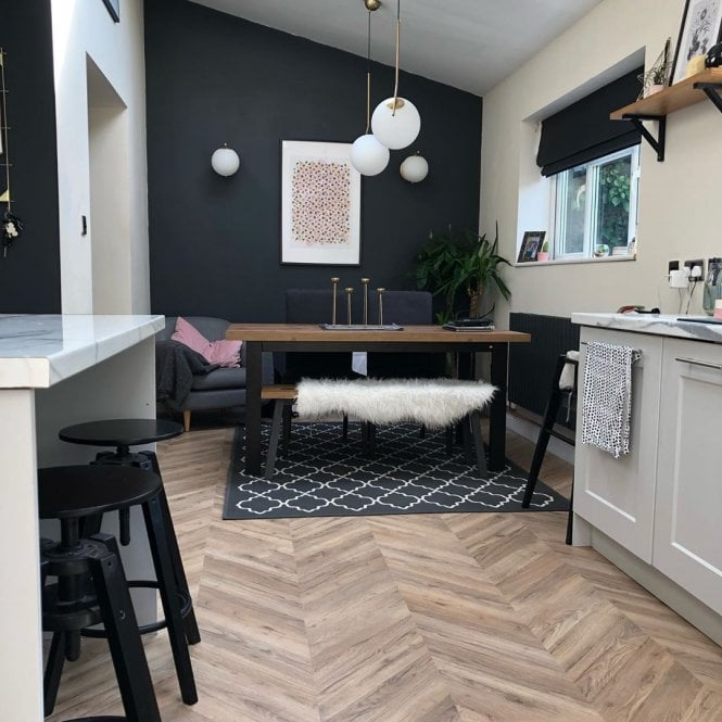 Signature - 8mm Herringbone - Laminate Flooring - Natural Oak