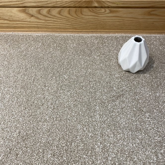 Super Saxony 250 - Cream Carpet - Long Pile Height / Heavy Density