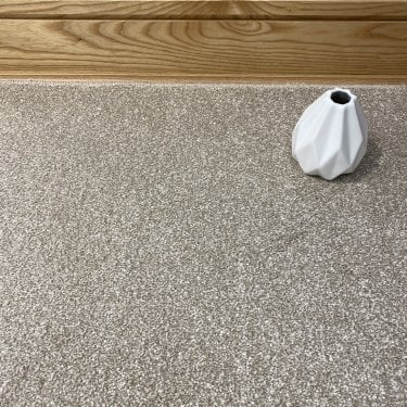 Super Saxony 250 - Cream Carpet - Long Pile Height / Heavy Density