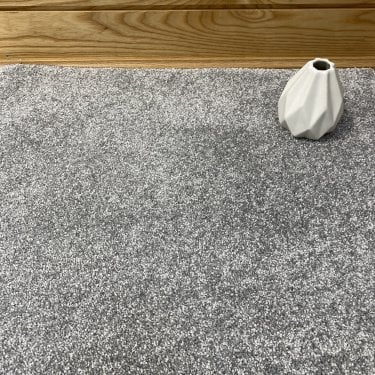 Super Saxony 870 - Silver Grey Carpet - Long Pile Height / Heavy Density