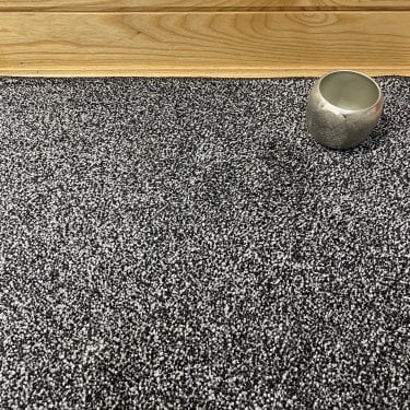 Superb 79 - Black Carpet - Medium Pile Height / Medium Density