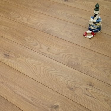 Traverse - 8mm Laminate Flooring - Golden Oak