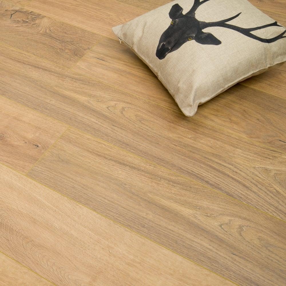 Traverse 8mm Laminate Flooring Natural Oak 1 996m2