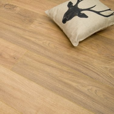Traverse Natural Oak 8mm V-Groove AC4 1.996m2