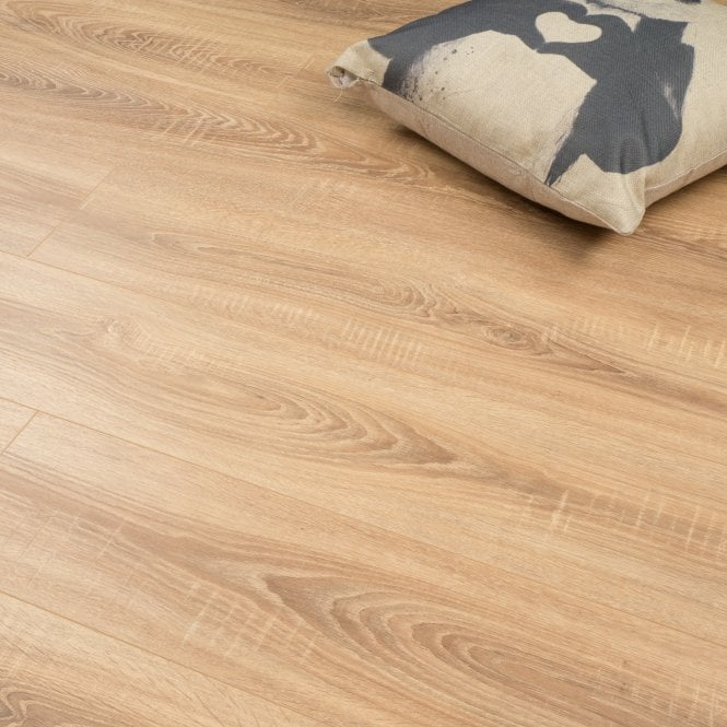 Wood Step - 8mm Laminate Flooring - Honey Oak